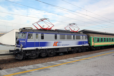 EP07 450 at Warsaw Wschodnia on 2nd November 2012