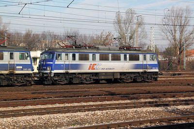 EP07 1002 at Warsaw Wschodnia on 2nd November 2012