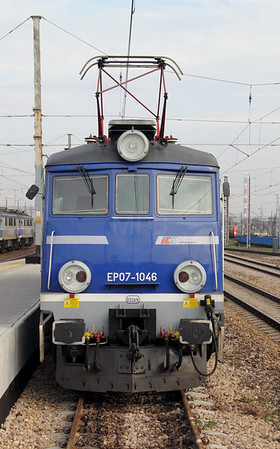 3) EP07 1046 at Warsaw Wschodnia on 2nd November 2012