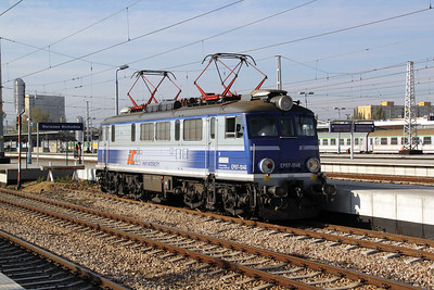 2) EP07 1046 at Warsaw Wschodnia on 2nd November 2012