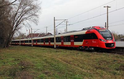 1) SKM, 2 160 102 (PL-SKMWA 94 51 2160 102-1) at Warsaw Zachodnia on 2nd November 2012