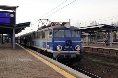 EU07 045 at Warsaw Zachodnia on 2nd November 2012