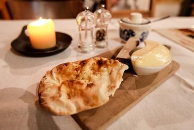 W Starej Kuchni, Restaurant - Cracow 2013 Goracy Chlebek z maslem czosnkowym