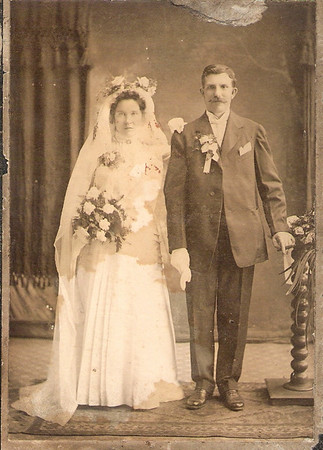 "May 8, 1908 Wedding of Michalina ""Mildred"" Bialik (b. May 9, 1886)  and Wladyslaw  ""Walter"" Szymanski (b. June 14, 1878). (courtesy Lottie Keir Moore)"