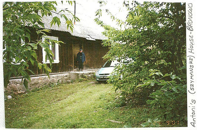Antoni Szymanski in front of his house in Bronowo. (courtesy Lottie Keir Moore)