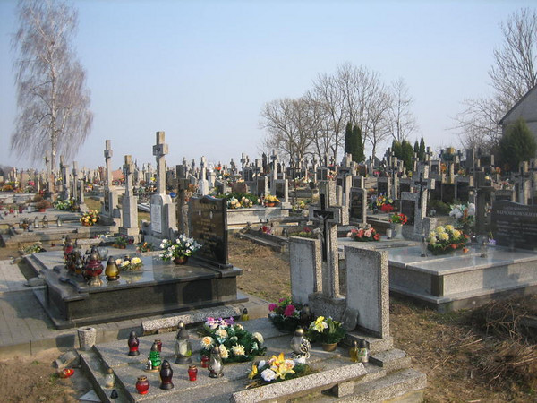 The cemetery in Bronowo, Poland. (courtesy Lottie Keir Moore)