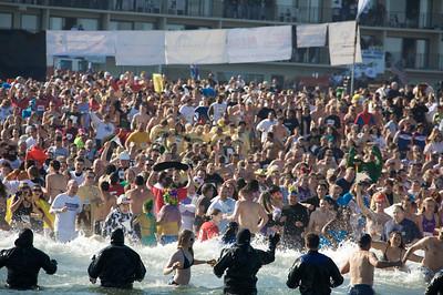 Plunge Crowd 36