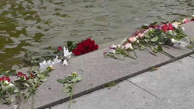 This is a video clip of some of the memorials around the downtown portion of Oslo, remembering the 77 victims of the horrible massacre of 22 July 2011. We arrived in Oslo from Spitsbergen several days after the massacre. I set the first part of this video to Mozart's Requim, which seemed appropriate.