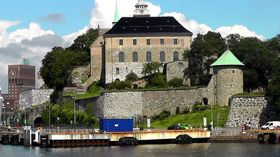 A brief video clip of our Oslo harbour tour, going past an ancient castle and the new modern Opera House.