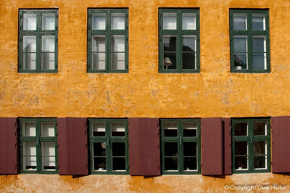 … and houses with many windows, we are in Copenhagen.