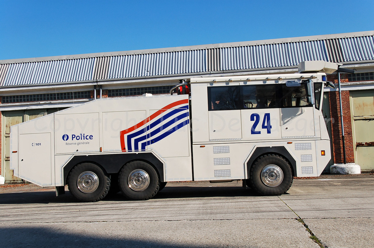 The brand new Ziegler Wawe 9 water cannon. The Ziegler water cannons will replace the MOL MSB18 6x6 vehicles.