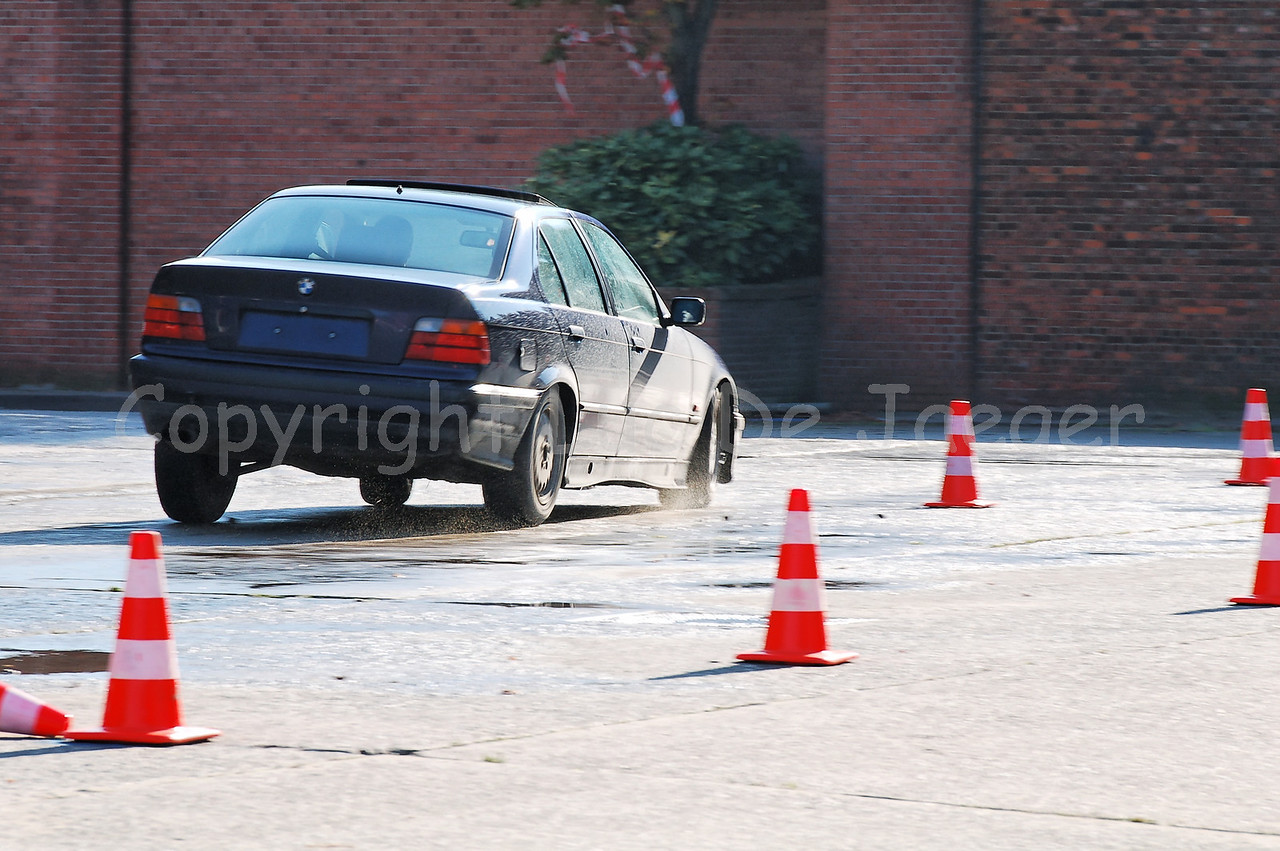 Driving instructors demonstrate how to steer a BMW rapid intervention car in difficult circumstances (for example during pursuits).