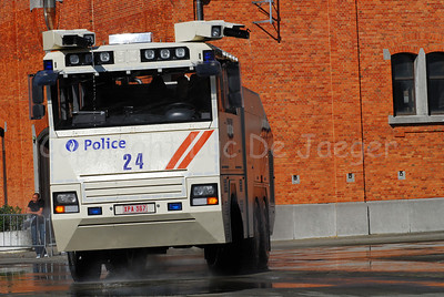 The brand new Ziegler Wawe 9 water cannon will replace the MOL MSB18 6x6 vehicles.