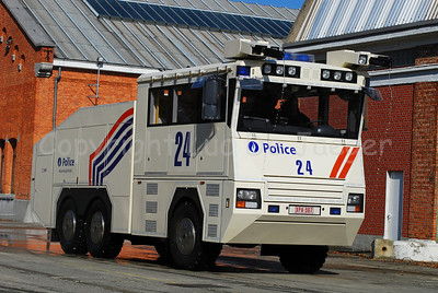 The brand new Ziegler Wawe 9 water cannon that will replace the MOL MSB18 6x6 vehicles.