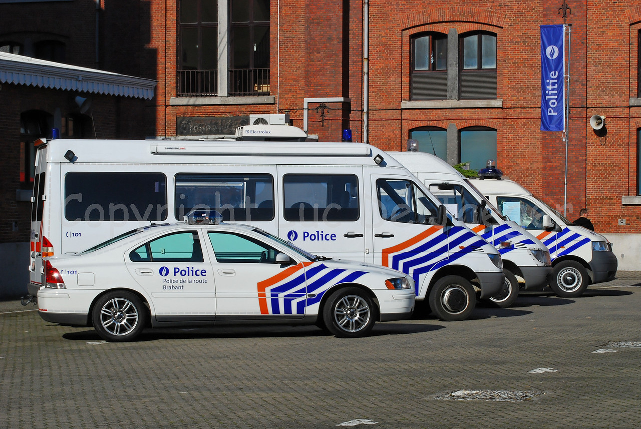 Some cars used by the federal police: a Volvo S60, two Mercedes Sprinter vehicles and a Volkswagen Transporter T5.