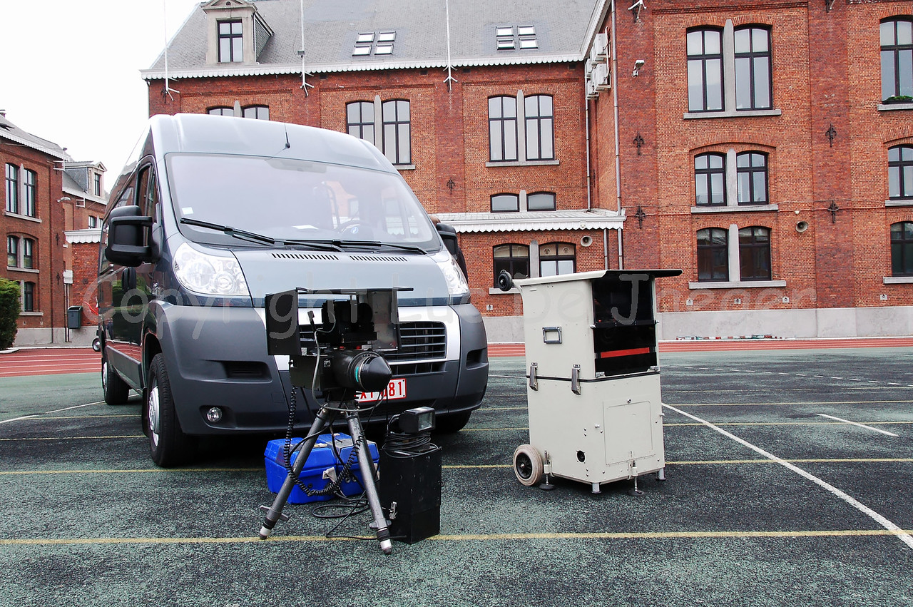 The Multanova 6FM Digital speed meter in use by the Belgian federal police. The gear transmits at 34GHz.