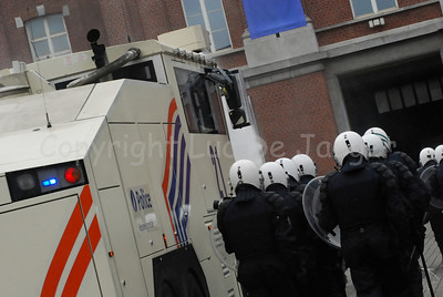 Officers of the federal police in full riot gear beside the brand new Ziegler WaWe 9 water cannon.