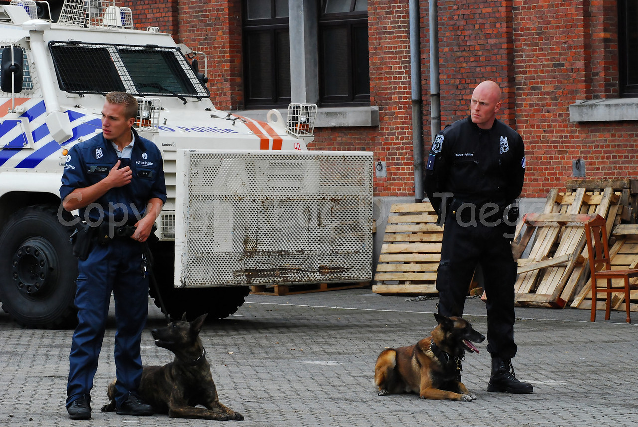 Two dog handlers; the officer on the left is a member of the local police of Brussels North (PolBruno which is Zone 5344: Schaarbeek, Sint-Joost-Ten-Node, Evere) and the officer on the right is a member of the Dog Support Unit of the federal police.