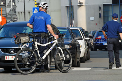 """A police officer of the local police of the city of Ghent (Gent), Belgium, member of the bike team, commonly called """"de draken"""" (the dragons). The bike is a Cannondale."""