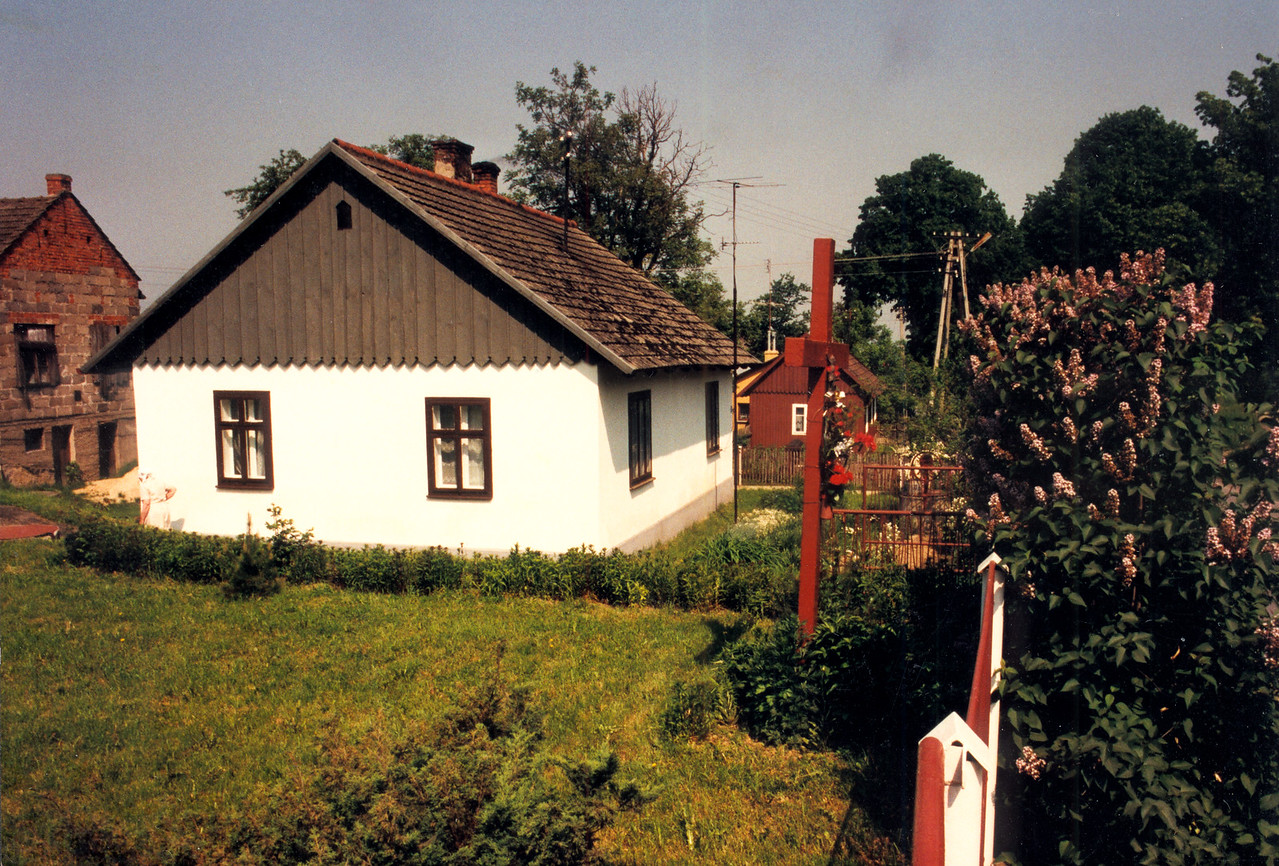 GAWRZYLOWA - On Ulica Tetmajera, a house with a small cross in its front yard, similar use as the one seen in Pilznionek. This is fairly close to the main road that runs east and west connecting Pilzno with Debica.