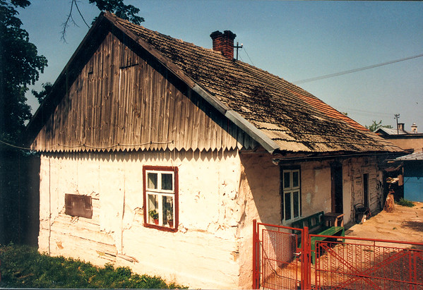 GAWRZYLOWA - An old log cabin home on Ulica Tetmajera, down the street from photo #29.
