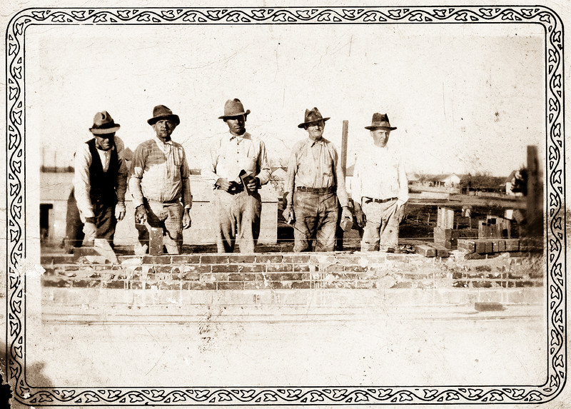 Henry Syzdek and crew building John Bielomowicz store