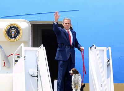 Air Force 1 President George W Bush & dog Spot