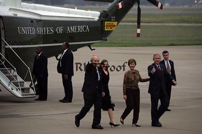 President George W Bush and Rudi Guiiani thumbs up Texas