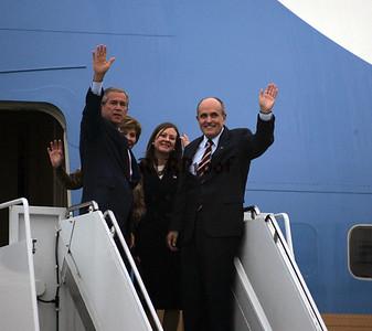 President Bush and Rudi Giuliani on Air Force 1 3