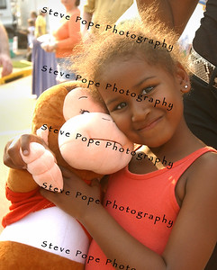 Sasha Obama, daughter of U.S. Senator, and Democratic presidential candidate Barack Obama, hugs a stuffed monkey she won during the Obama's visit to the Iowa State Fair, Thursday August 16, 2007 in Des Moines, Iowa.
