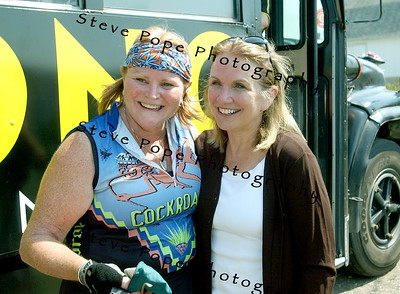 Elizabeth Edwards, wife of Democratic presidential candidate John Edwards, stop for a photograph along the route of the Des Moines Register's Annual Great Bike Ride Across Iowa, 25 July, 2007 near Dumont, Iowa. John Edwards and Lance Armstrong, seven time Tour de France winner, rode together for a portion of the ride.