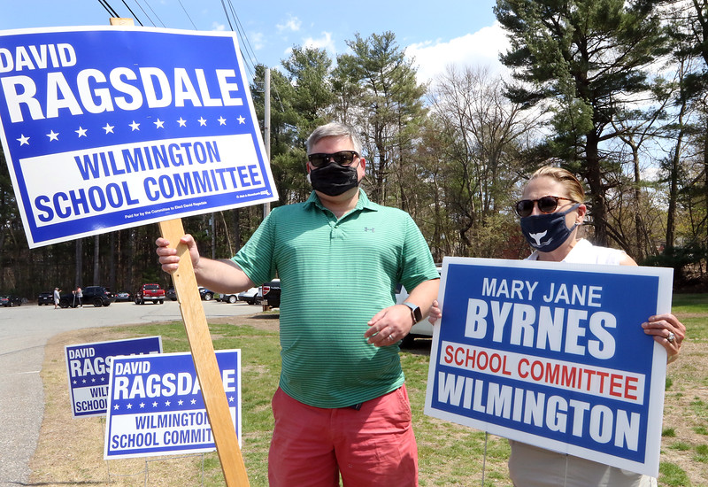 Candidates for Wilmington School Committee stand outside Town Hall during town election. Candidates for reelection David Ragsdale and Mary Jane Byrnes hold their signs. JULIA MALAKIE/LOWELLSUN