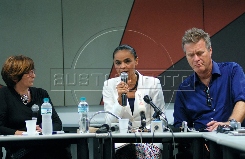 Presidential candidate Marina Silva, center, of the Green Party speaks between Mery Galanternik, left, and Alfredo Sirkis (right), one of founders of Green Party, during a press conference with foreign media correspondents, Rio de Janeiro, Brazil,  August 20, 2010. Brazil will hold presidential elections on October 3. (Austral Foto/Renzo Gostoli)