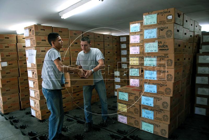 Workers prepare electronic ballot box for presidential elections, Rio de Janeiro, Brazil, october 27, 2010. Brazil will hold presidential elections on October 31. (Austral Foto/Renzo Gostoli)