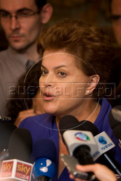 Brazilian Presidential candidate Dilma Rousseff speaks to the press in Rio de Janeiro, Brazil, Oct. 18, 2010.  (Australfoto/Douglas Engle)