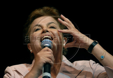 Presidential candidate Dilma Roussef of PT, Partido dos Trabalhadores, (Workers Party), speaks during a meeting with artists and intellectuals, Rio de Janeiro, Brazil, october 18, 2010. Brazil will hold presidential elections on October 31. (Austral Foto/Renzo Gostoli)