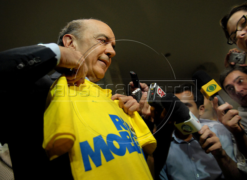 Brazilian presidential candidate for the PSDB party Jose Serra, left, talks to journalists and supporters during a campaign rally at Santos Dumont airport,  Rio de Janeiro, Brazil, September 26, 2010. (Austral Foto/Renzo Gostoli)