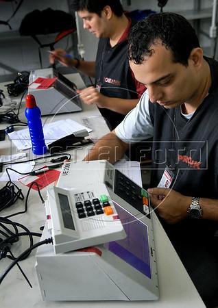 Technics prepare a electronic ballot box for presidential elections, Rio de Janeiro, Brazil, october 27, 2010. Brazil will hold presidential elections on October 31. (Austral Foto/Renzo Gostoli)