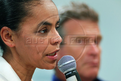 Presidential candidate Marina Silva of the Green Party speaks during a press conference with foreign media correspondents, Rio de Janeiro, Brazil,  August 20, 2010. In the back Alfredo Sirkis, one of founder of Green Party. Brazil will hold presidential elections on October 3. (Austral Foto/Renzo Gostoli)