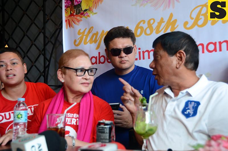 Rodrigo Duterte talks to his family