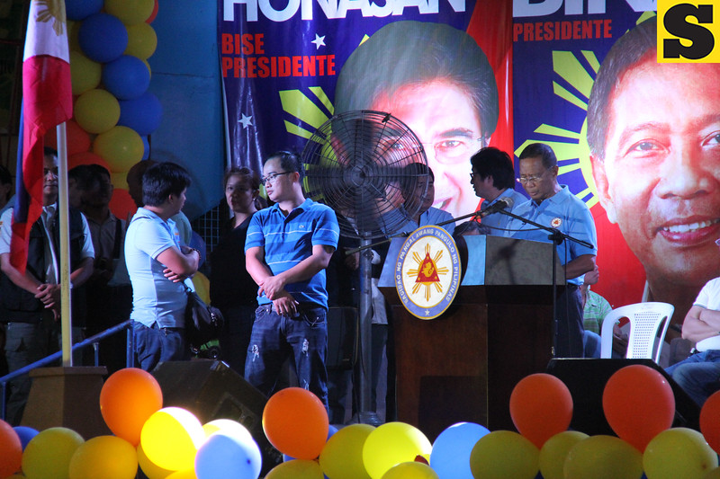 Vice President Jejomar Binay delivers his speech during UNA Cebu launch