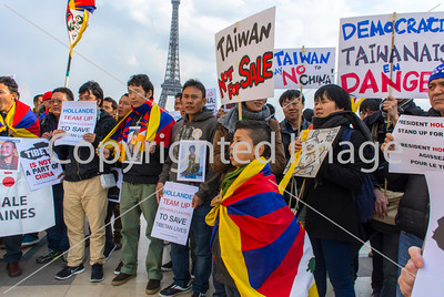 Paris, France,  Tibetians, Taiwanese, and  Urghurs, in France, Protesting Visit of Chinese President XI, at Trocadero, 27/3/2014
