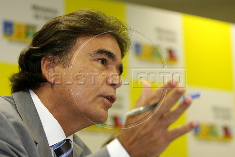 Brazilian Health Minister Jose Temporao at a press conference in Rio de Janeiro. (Australfoto/Douglas Engle)