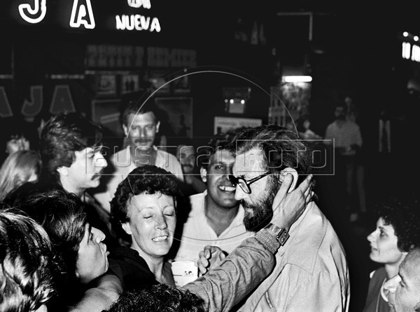Argentinian writer Julio Cortazar, greets fans during a demonstration with politic prisonners released from Rawson jail in Corrientes avenue in Buenos Aires downtown, Argentina, december 4, 1983. (Austral Foto/Renzo Gostoli)