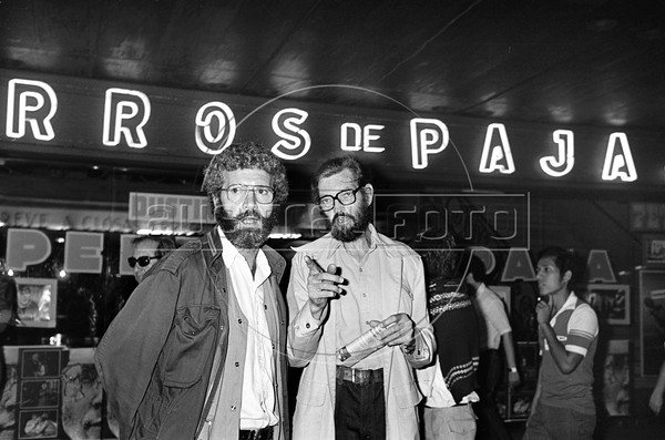 Argentinian writer Julio Cortazar, right, and journalist Carlos Gabetta assist at a demonstration with politic prisonners released from Rawson jail in Corrientes avenue in Buenos Aires downtown, Argentina, december 4, 1983. (Austral Foto/Renzo Gostoli)