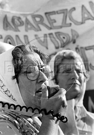 19831027_Bk22_RA_Madres_PlMayo
