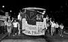 Presos politicos de la dictadura militar argentina (1976-1983) llegan a Retiro despues de ser liberados, Buenos Aires, Argentina, diciembre 4, 1983. (Austral Foto/Renzo Gostoli)