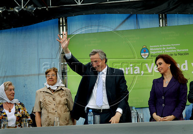 """Ex-president Nestor Kirchner, center, Argentina's president Cristina Kirchner, right, and Sara Rus, extreme left, Auschwitz's survivor and Mother of Plaza de Mayo, during the human rights """"Azucena Villaflor"""" ceremony award in the ESMA, Escuela de Mecanica de la Armada, a argentinian navy military center where more 5000 disappear, Buenos Aires, Argentina, December 18, 2008. (Austral Foto/Renzo Gostoli)"""