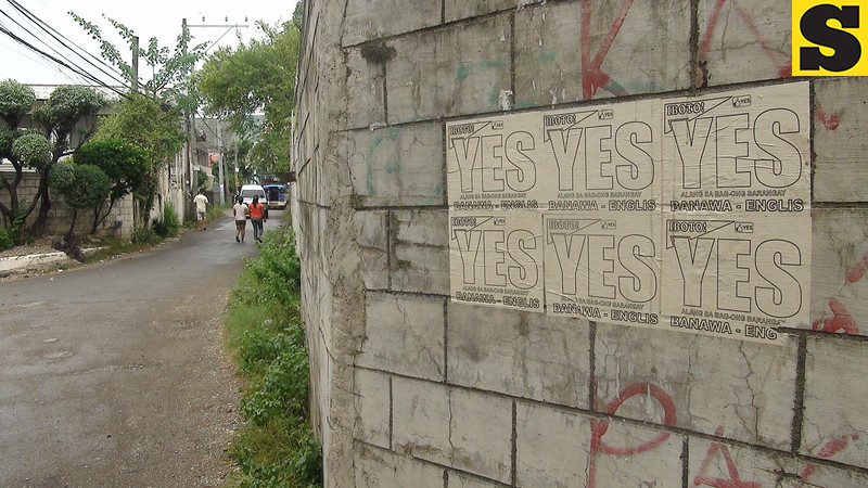 CEBU. Posters calling for the split of Barangay Guadalupe by creating sitios Banawa-Englis a separate village were plastered along the road. A plebiscite was held Saturday at the Guadalupe Elementary School. (Laureen Mondonedo/Sunnex)