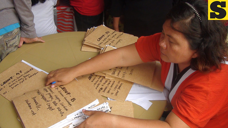 CEBU. One of the volunteers assisting voters in Guadalupe. This woman assists voters who need help in finding their precincts Saturday, July 28, 2012, when a plebiscite on proposed Guadalupe split was held. (Laureen Mondonedo/Sunnex)